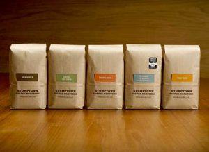 Sachets de café près à être expédiés